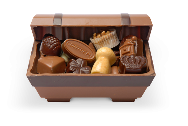 Schokoladen-Schatztruhe gefüllt mit Pralinen