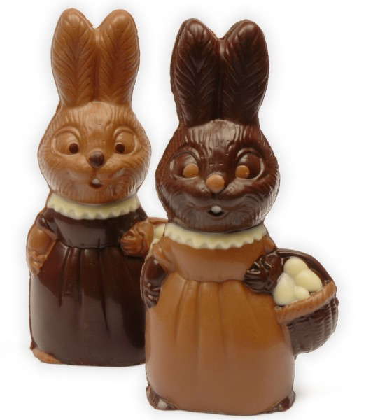 Hasenmädchen mit Eierkorb aus Schokolade