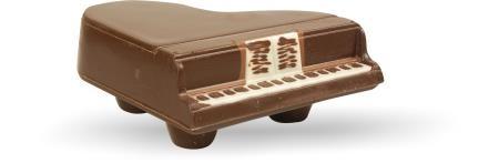Schokoladen-Klavier gefüllt mit Pralinen